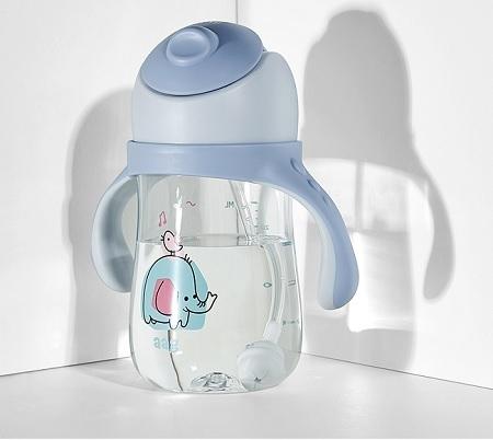 ly uống nước cho bé5