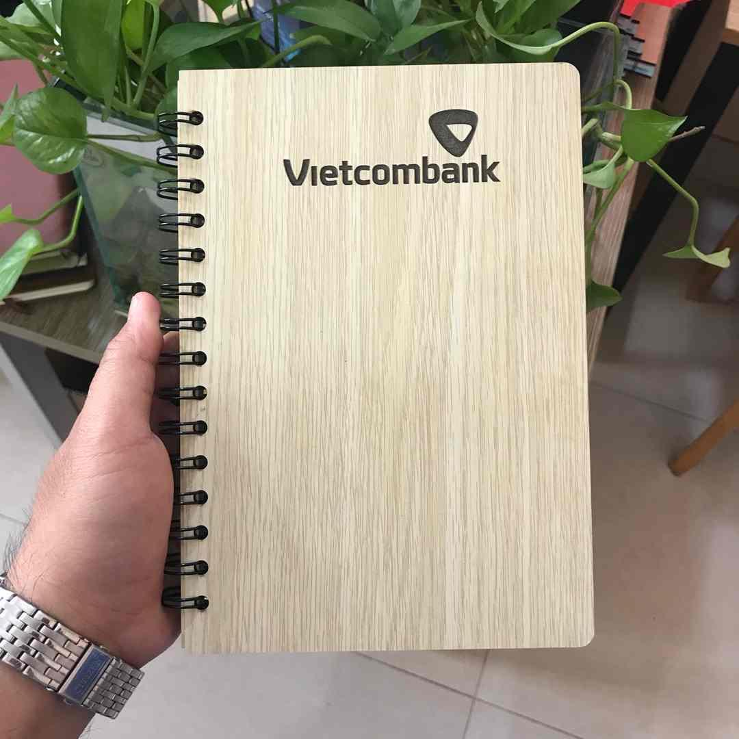 sổ tay bìa gỗ khắc logo doanh nghiệp